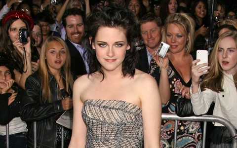 kristen stewart hair color in new moon. kristen stewart makeup look.