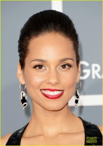 alicia-keys-swizz-beatz-grammys-2013-red-carpet-04