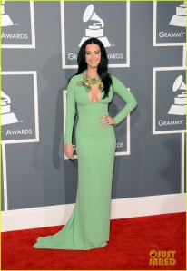 katy-perry-grammys-2013-red-carpet-04